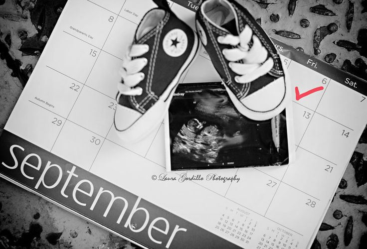pregnancy reveal. what a cute idea. i had a friend recently do one with shoes (dad's, mom's, and a baby shoe).