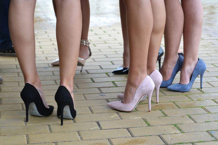 """SIMPLES TRUQUE – A PARTIR DE AGORA, VOCÊ PODE USAR SALTO ALTO SEM SENTIR DOR NOS PÉS! fonte-O Segredo Para a maioria, salto alto deixa as mulheres mais elegantes. Você concorda? Mas muitas muitas fogem desse tipo de calçado pelo desconforto e dores nos pés. E os especialistas reforçam: """"Os salto altos podem deformar, atrofiar …"""