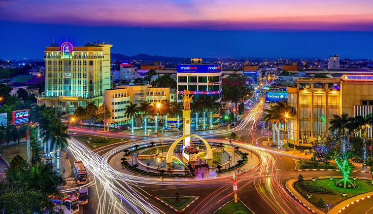 8 must-see places in Dak Lak in the evening: BUON MA THUOT SIX-WAY INTERSECTION – A PLACE TO WITNESS THE CHANGES IN THE CITY.  Read more: http://en.wanderlusttips.com/2018/01/04/8-must-see-places-in-dak-lak-in-the-evening/