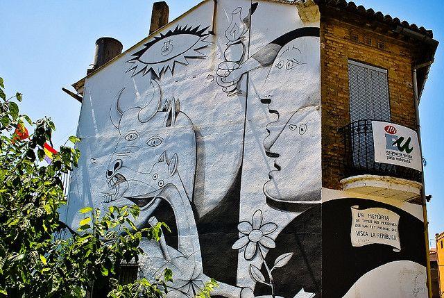 En memoria de totes les persones que han fet possible que VISCA LA REPUBLICA.  Mural de Guernica pintado en la fachada del edificio social de Izquierda Unida en Paiporta (Valencia) en memoria como se indica de las personas que lucharon por la Segunda Republica Española.   Segunda Republica Española es.wikipedia.org/wiki/Segunda_Rep%c3%bablica_Espa%c3%b1ola  Guernica de Picasso es.wikipedia.org/wiki/Guernica_(cuadro)   Himno Segunda Republica Española