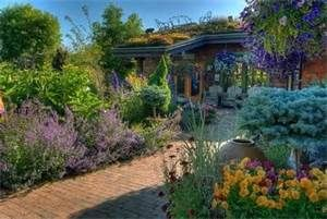 high desert landscaping ideas - Bing Images - urn in foreground is the focal point - just love the garden and the colours.