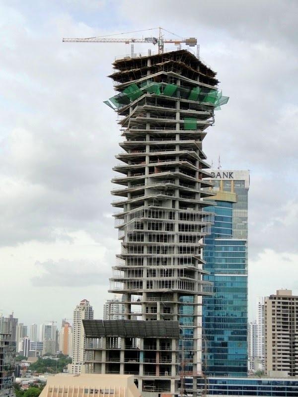 Materializando la arquitectura paramétrica: Revolution Tower en Panamá