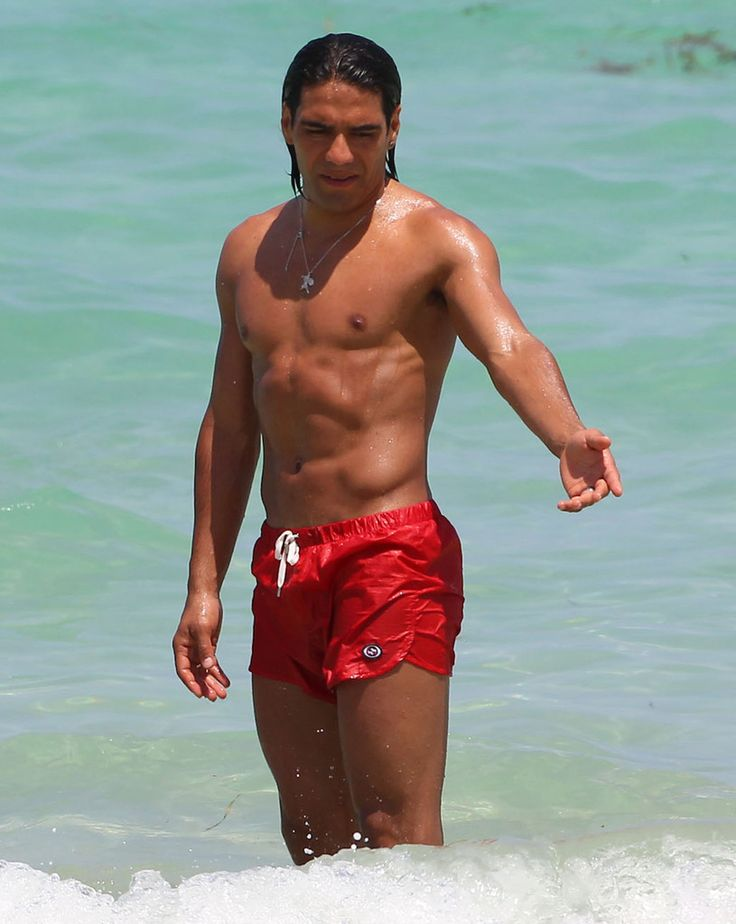 Radamel Falcao Garcia in Radamel Falcao Garcia And Girlfriend Share A Kiss In Miami