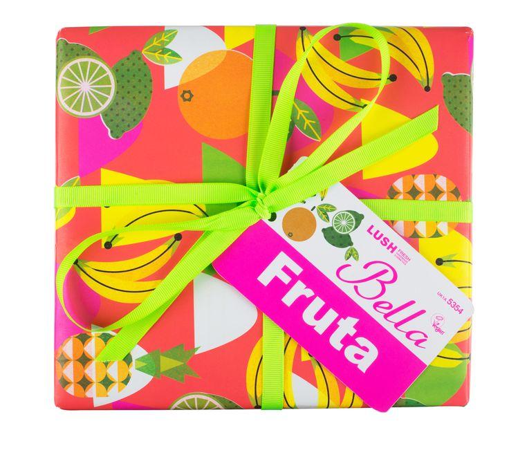 Wij vinden het geweldig om vers fruit in onze producten te verwerken en dat vieren we met dit cadeau. Bella Fruta bevat allemaal bad- en doucheproducten die je een fris en fruitig gevoel zullen geven.