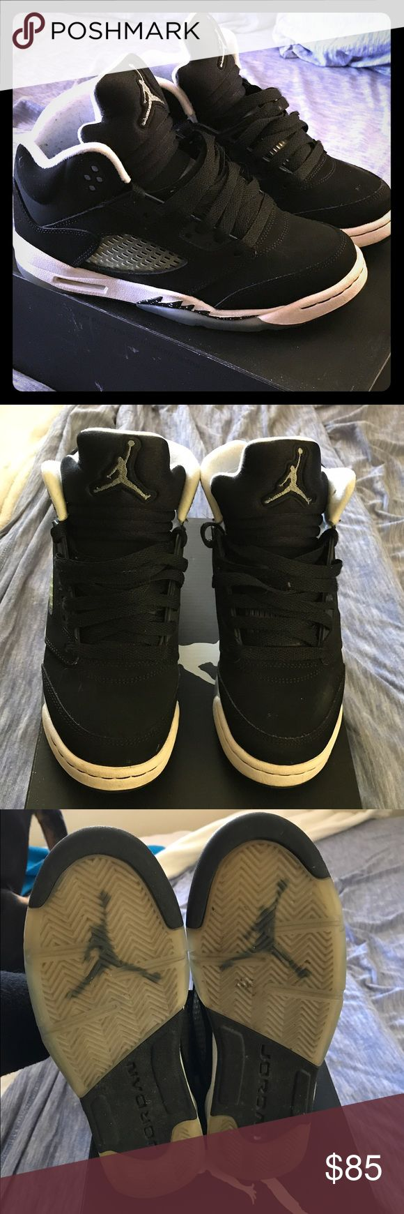 Retro Jordan Oreos👟 Jordan 5s youth 4.5. Worn with no damage or scuffs. Minor stains on front white no cleaning couldn't get rid of🤗❤️*SMOKE FREE HOME🚭🚭🚭* Jordan Shoes Sneakers