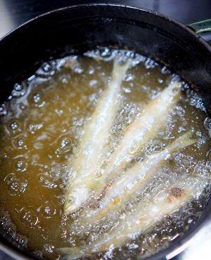 わかさぎの南蛮漬け by manngo | レシピサイト「Nadia | ナディア ... わかさぎに米粉をまぶして170度の油で10分200度で1~2分揚げます