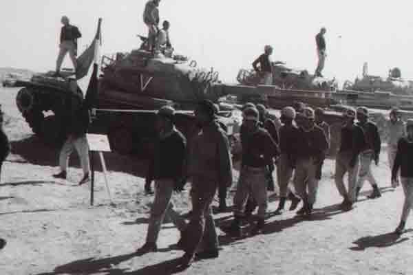 October war Yom Kippur war حرب اكتوبر Egyptian soldiers taking over israel tanks