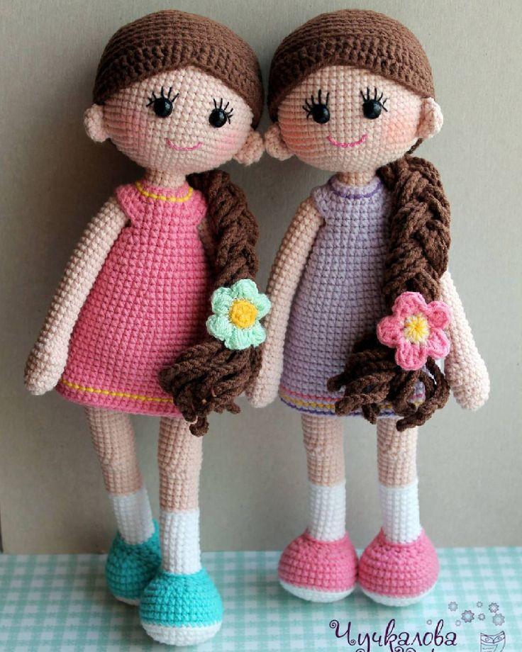 mycrochetwonders:: Хорошие девчата даже косы укладывают на одну сторону))) #mycrowonders #kumutushkatoys #goodgirlcrochet #amigurumi #weamiguru #амигуруми #кукла #вязанаяигрушка #вязанаякукла