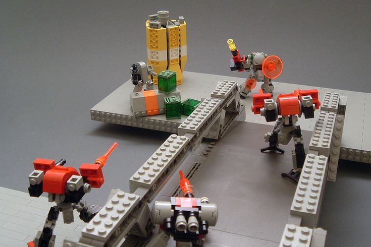 Robot-fighting game using LEGOs? Kickstarter funded, kid approved... USING LEGOS?!? I want and can haz?