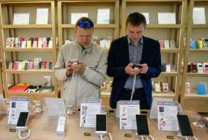 © REUTERS/Valentyn Ogirenko Men try out Xiaomi smartphones at the company's store in central Kiev, Ukraine Telecoms network equipment maker Nokia and Chinese smartphone maker Xiaomi Technology have signed a patent licensing agreement, the companies said on Wednesday. The companies did...