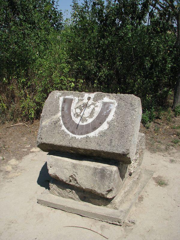 Kő napóra (Tabajd) http://www.turabazis.hu/latnivalok_ismerteto_5059 #latnivalo #tabajd #turabazis #hungary #magyarorszag #travel #tura #turista #kirandulas