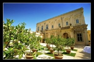 http://www.lemienozze.it/operatori-matrimonio/luoghi_per_il_ricevimento/villa-matrimonio-roma/media  Location per il matrimonio ideale: una storica villa romana