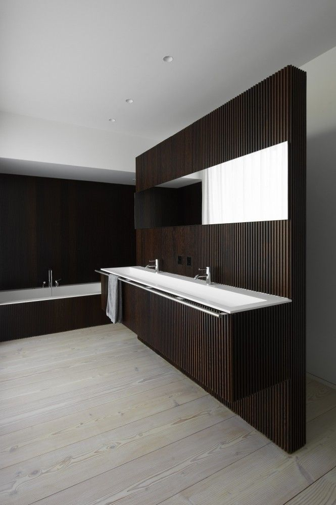 Sleek contemporary bathroom