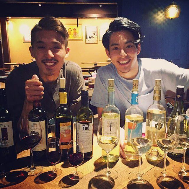 飲み放題ワインのメニューが本日より変わってます♪♪ かなりガラッと変わりましたので、 また新たな仲間たちを一緒に楽しみましょー(^^) イケメンもお待ちしておりまーす♪♪ #炭火とワイン #福島 #大阪 #ワインバル #ワイン #炭火焼 #肉 #飲み放題 #ワイン飲み放題 #サラダ #食べ放題 #sumibitowine #wine #instagood