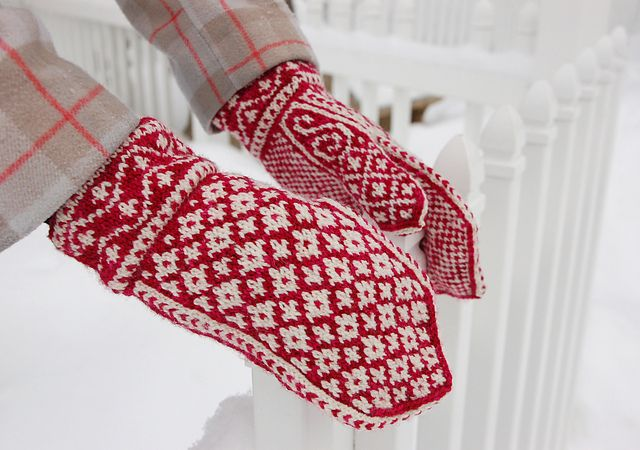 Ravelry: Snow Ghost Mittens pattern by Aimee Alexander