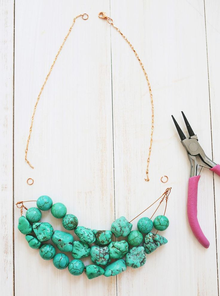How to make a simple beaded necklace DIY