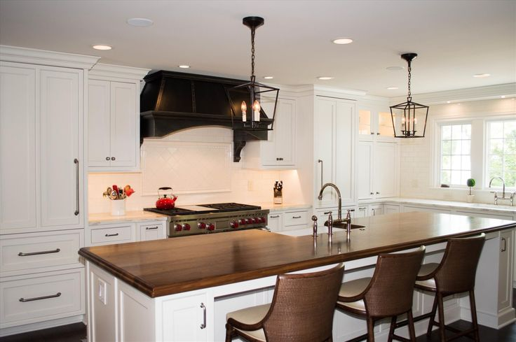 Design by Charles Tiber of Studio 76 Kitchens in Twinsburg, OH