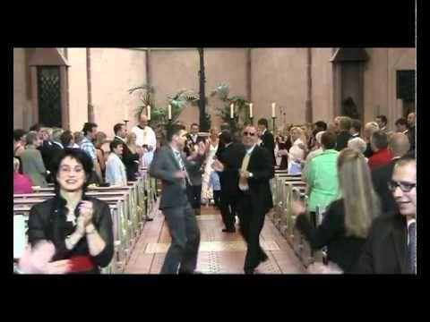▶ Auszug aus der Kirche mal anders (Hochzeit) - YouTube