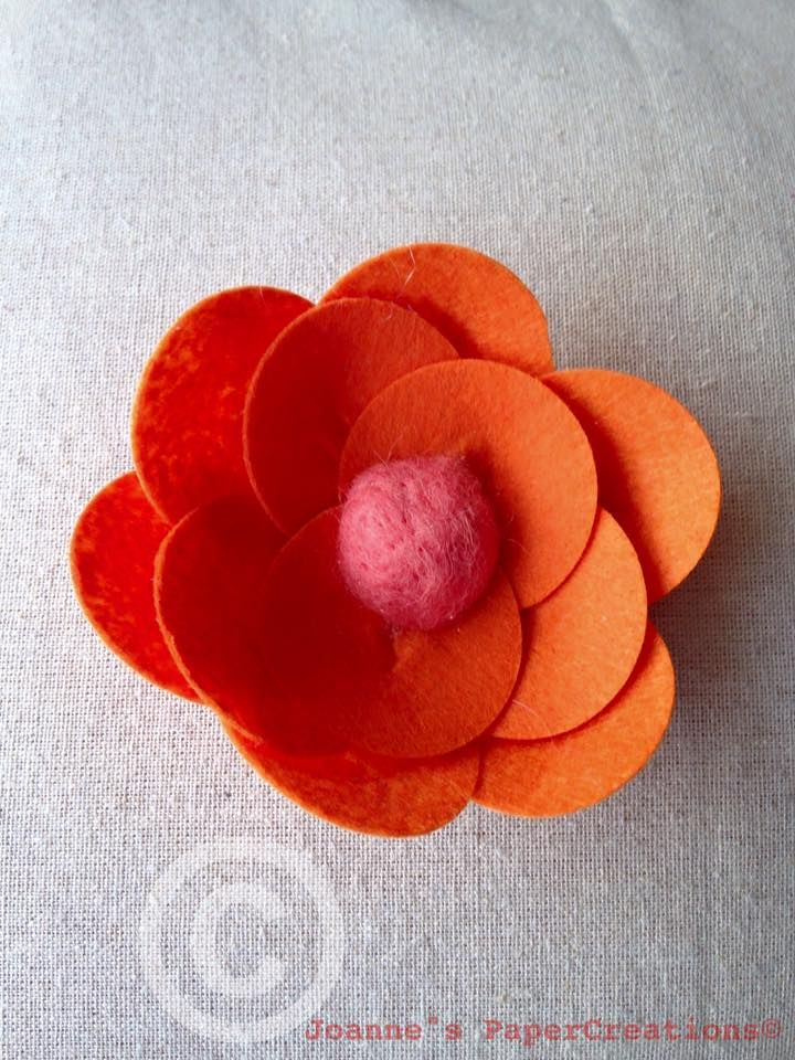 A felt poppy flower hair clip made by Joanne's PaperCreations.