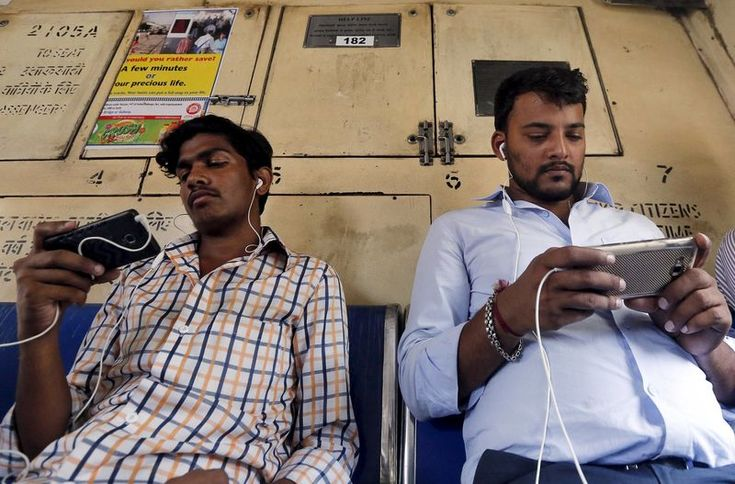 © Reuters.  India's Bharti offers free data, deepening price war with rivals