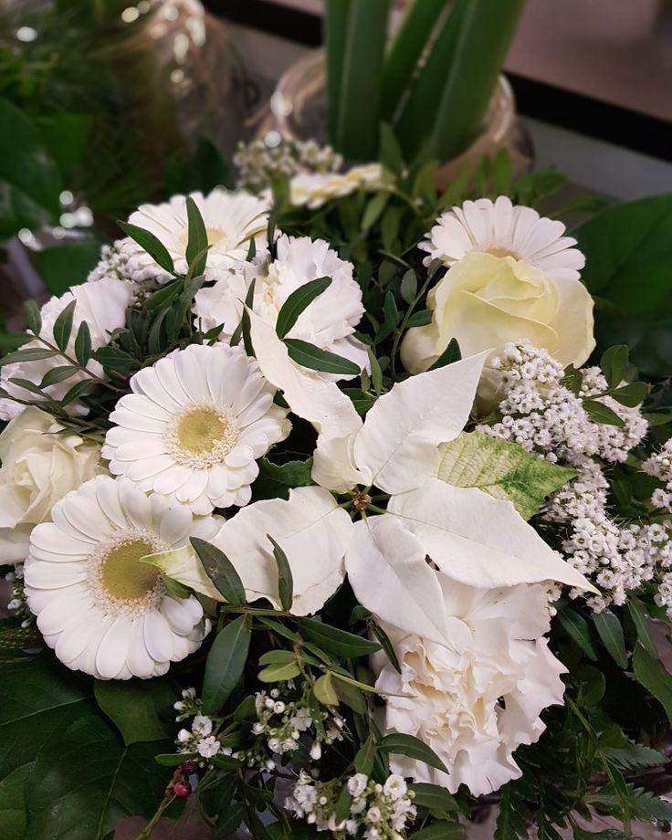 Klassiskt med vita blommor! #lillahults @lillahults