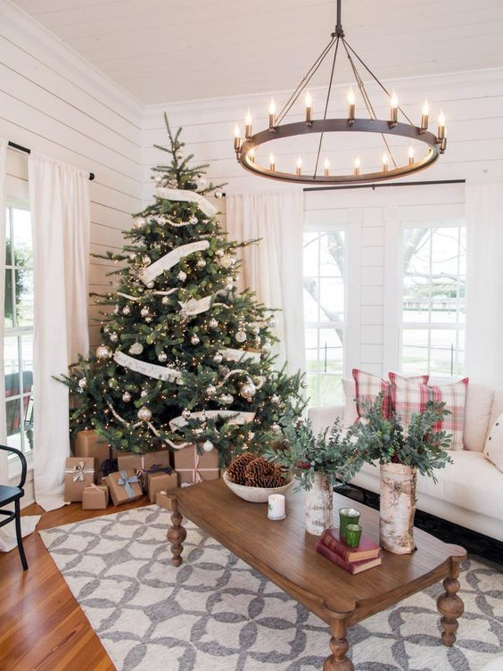 love this! Find out where to buy Joanna's favorite Fixer Upper Christmas decor to create this same warm farmhouse Christmas feel in your home | www.theharperhouse.com