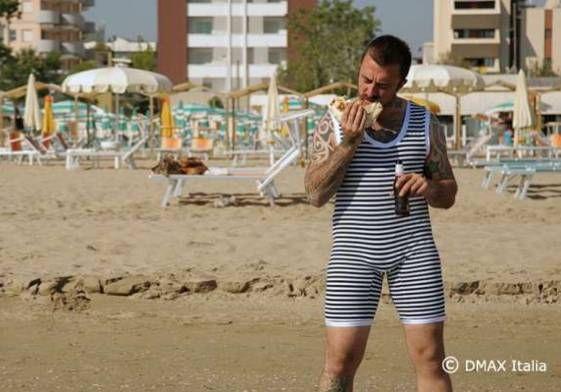 Chef Rubio a Rimini con un costume da bagno vintage... Questione di classe!