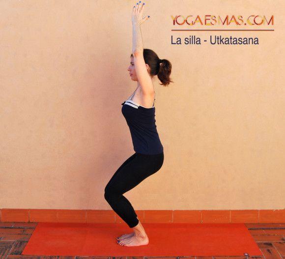 Aquí tienes otra de las posturas de yoga que tiene un enfoque en los muslos, fortaleciéndolos, y estirando a la vez hombros y pecho, entre otros beneficios.