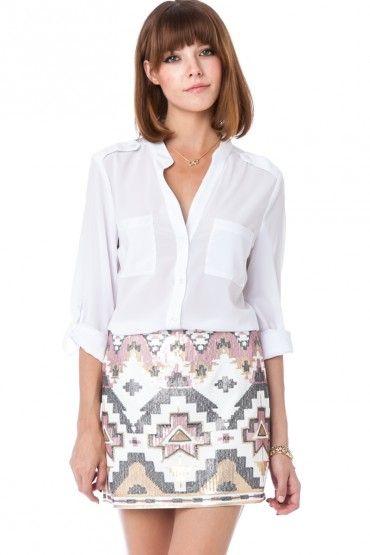 zara sequin skirt, witte katoenen blouse (kopen??), jimmy choo sandaaltjes, gouden sieraden, mooie goud met aqua oorbellen??