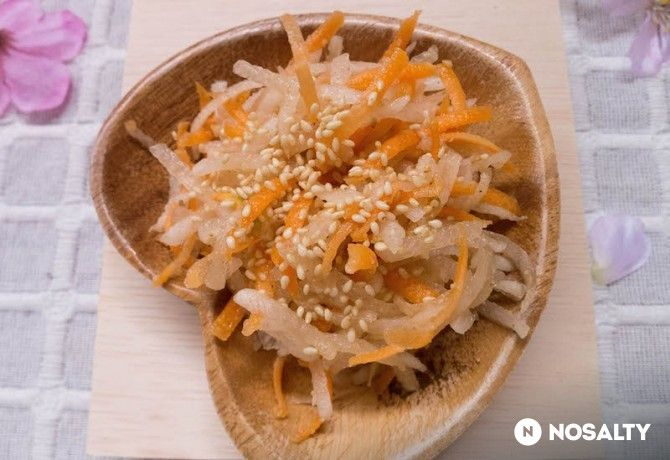 Japán szezámmagos reteksaláta sárgarépával