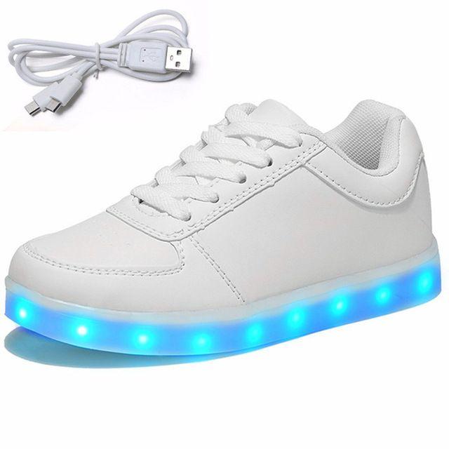 Adolescent USB Lumineux Sneakers avec La Lumière Semelles Dentelle Flash Led Krasovki Formateurs Enfants Simulation Lumineux Sneakers Garçons Fille