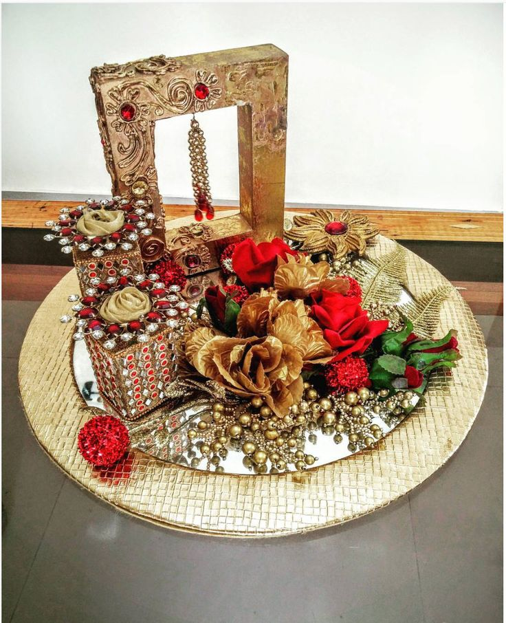 Such a pretty engagement platter by @WrapASmile | #Indianweddings #gift #ideas | Curated by #WittyVows - The ultimate guide for the Indian Bride | www.wittyvows.com
