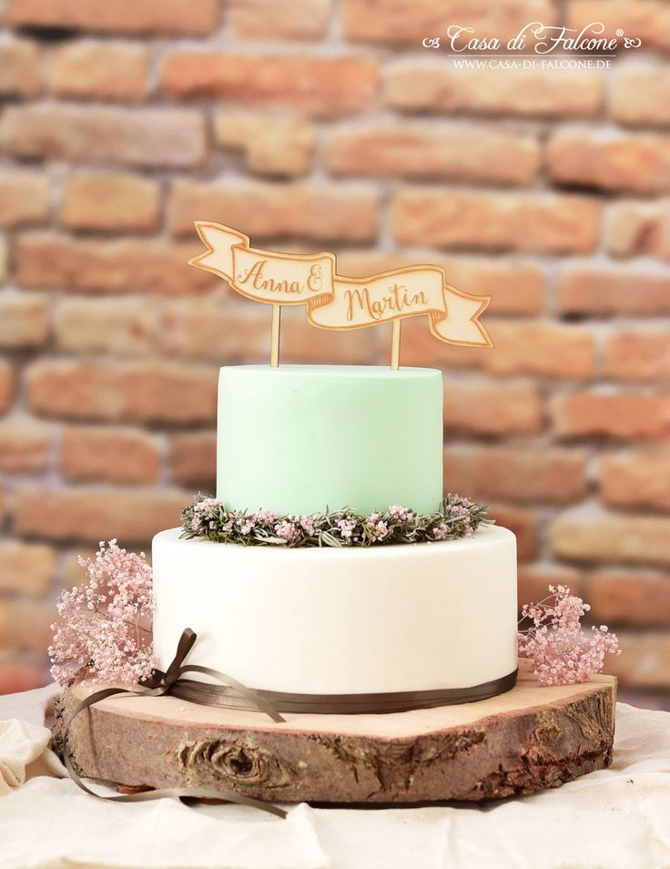 Rustikaler, personalisierter Cake Topper aus Holz für die Hochzeitstorte