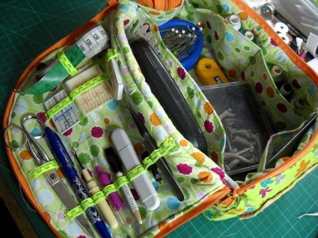 Sewing bag - Anleitung unter https://www.dropbox.com/s/oppfx4yptr8zd39/N%C3%A4h-%20Strick-%20Kulturtasche.pdf