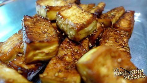 Tofu horneado con sésamo y salsa barbacoa