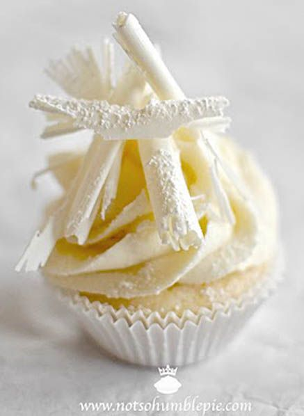 White Chocolate Christmas Cupcakes....beautiful.