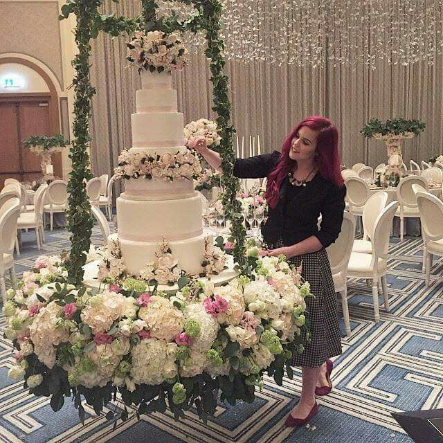 Credit - The Caketress How stunning is the suspended table and that cake! My million dollar wedding!