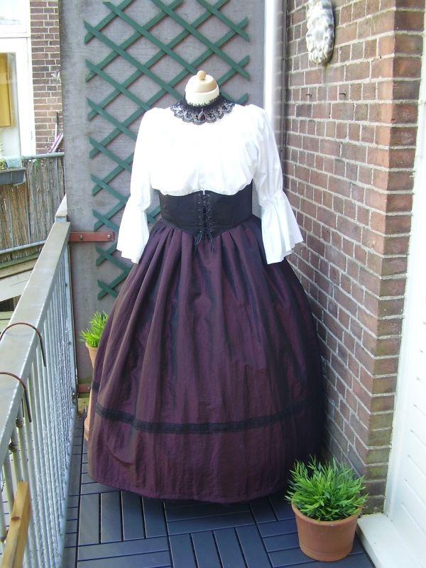 RO05 - Victoriaanse rok met kant
