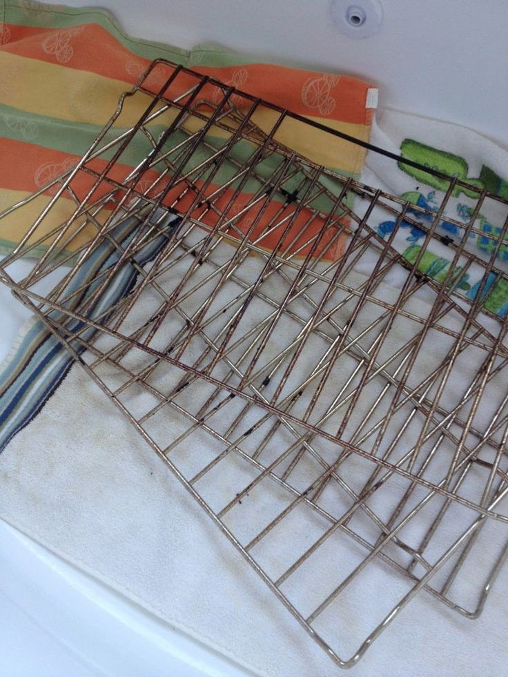 How to Clean Oven Racks (In the Bathtub)! with dish soap and dryer sheets.  OH MY I hope itworks