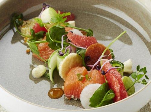 Recept: Zalmsalade met pompelmoes (Wim Casteleyn) - Culinair Nieuws - Culinair - KnackWeekend.be