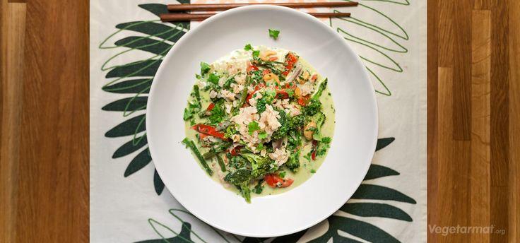 Indisk wok med kokosmelk,brokkoli,spinat,paprika, koriander, cashewnøtter..