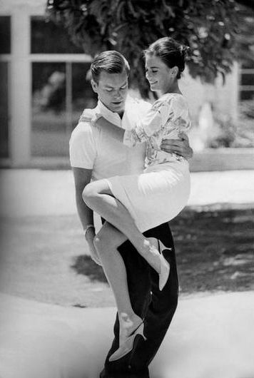 Actress Natalie Wood and Actor Robert Wagner. Loved them as a couple! RIP Natalie. You are still missed...
