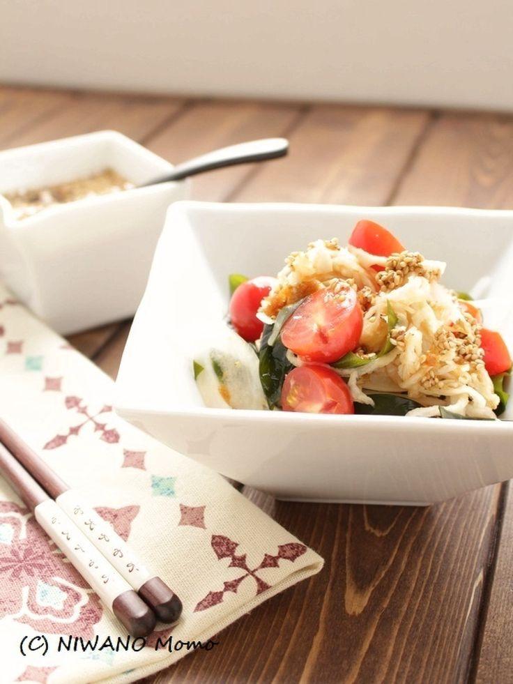 切り干し大根とわかめのピリ辛サラダ by 庭乃桃 / 作り置きの万能だれであえるだけの簡単おいしいサラダ。切り干し大根とわかめのコリコリ感がたまりません。食感の良い具材と香味野菜たっぷりのたれが、とにかく食欲をそそります。 / Nadia