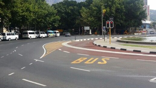 Roundabout with dedicated bus lane