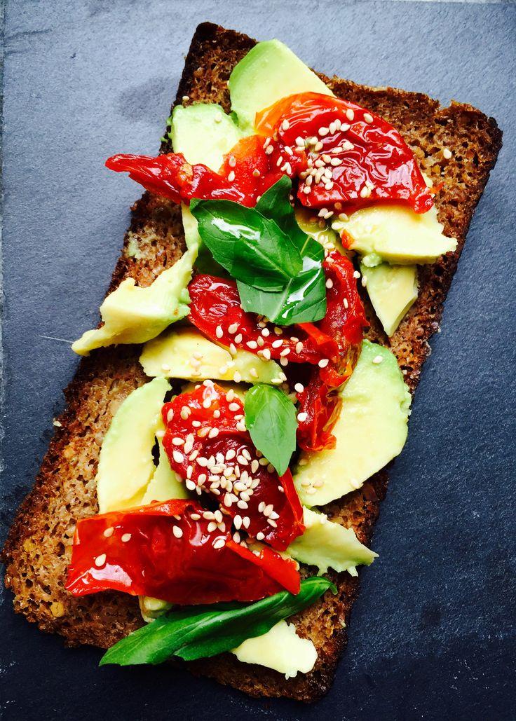Rye bread, avocado, lemon, dried tomatoes, basil, sesame seeds, olive oil
