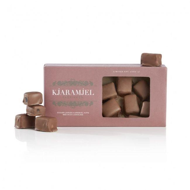 Luksus 'karameller' overtrukket med flødechokolade, pakket en fin antik gaveæske.