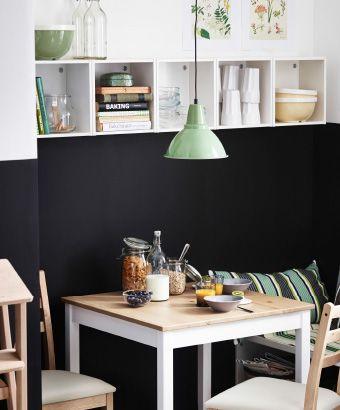 ein kleiner lerhamn tisch mit antikbeize hellwei gebeizt mit sthlen und frhja wandschrnken in - Kleiner Klappbarer Esstisch Und Sthle