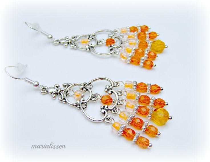Elégantes Boucles Connecteurs Chandeliers Argentés Perles Verre Camaïeu Orange Modèle Unique : Boucles d'oreille par marialissen