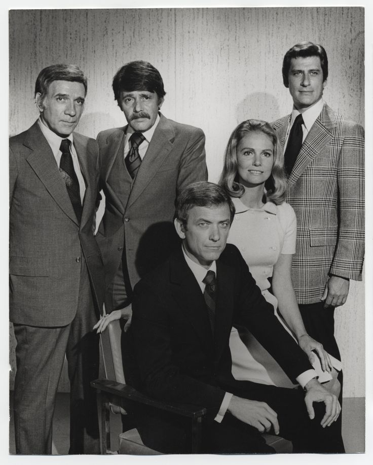 The cast of The New Perry Mason.  Monte Markham as Perry Mason (seated), Dane Clark as Lt. Tragg, Harry Guardino as Hamilton Burger, Sharon Acker as Della Street, Albert Stratton as Paul Drake.  From the Jim Davidson Collection.