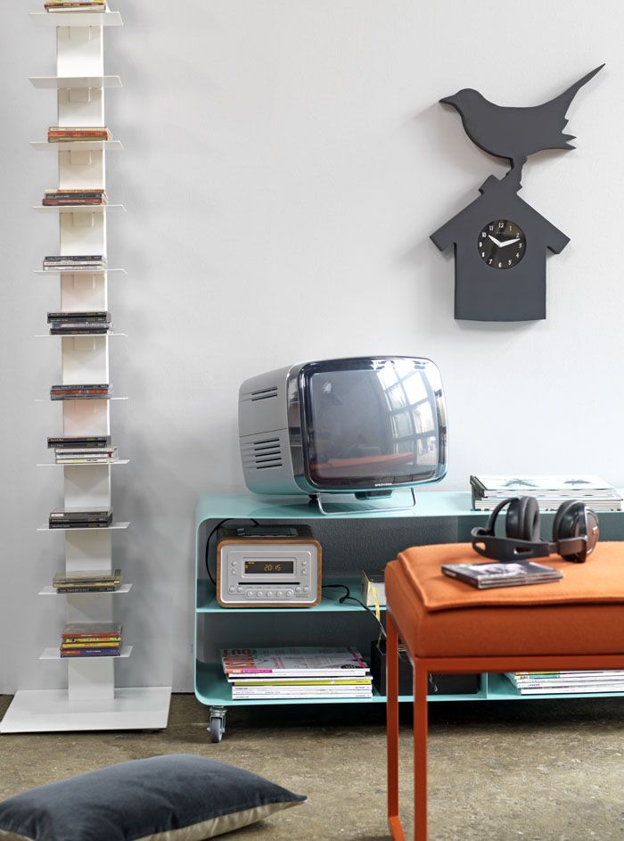 Op de foto is goed te zien dat KLOK ROBIN groter is dan je denkt. Tijdelijk ook maar €44,95 inclusief verzending. Decoratie, klok, schoolbord, alles in 1: http://www.gimmii.nl/shop/robin-wandklok/ #actie #lente #dutchdesign